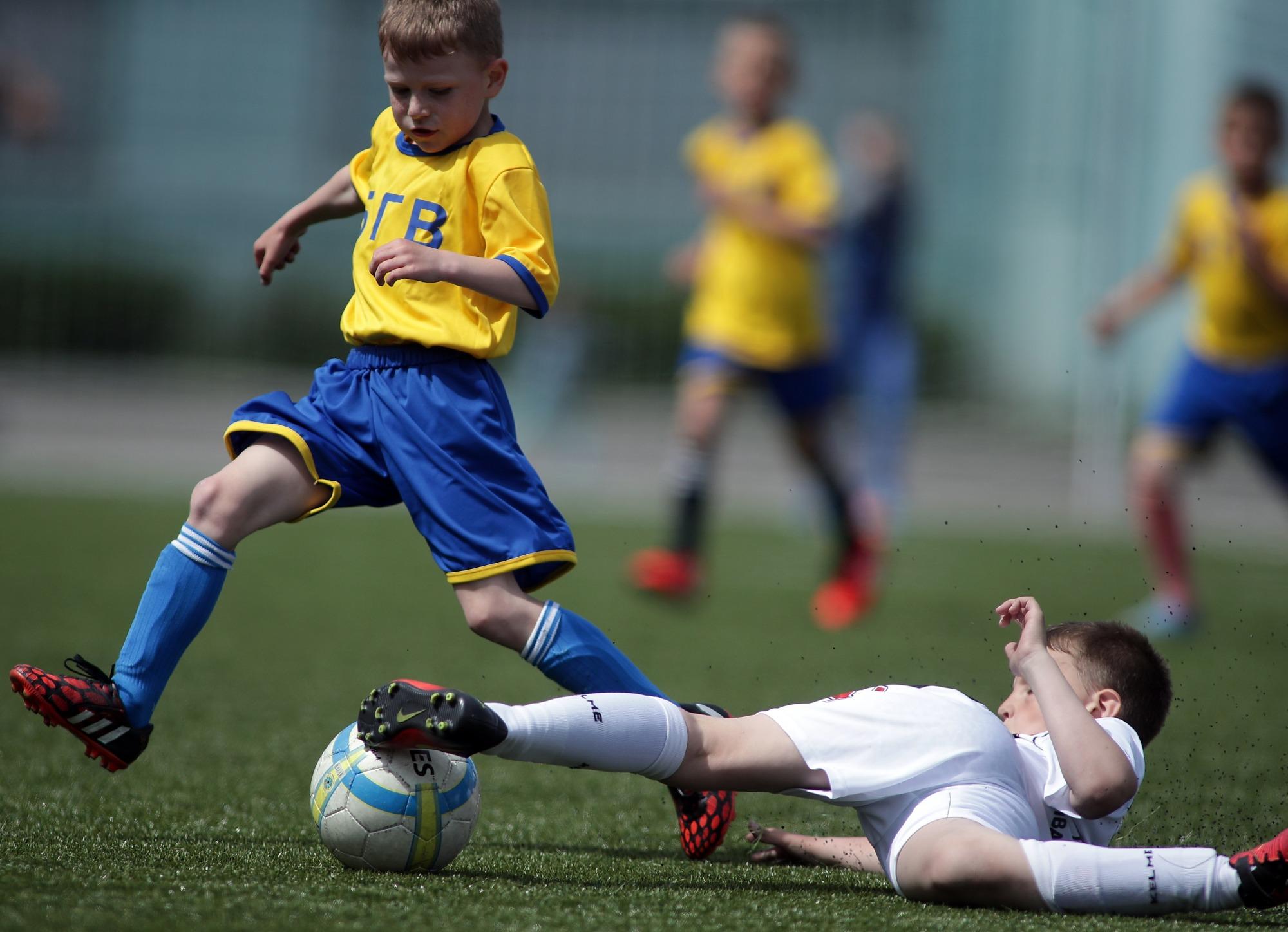 Борьба в детском футболе