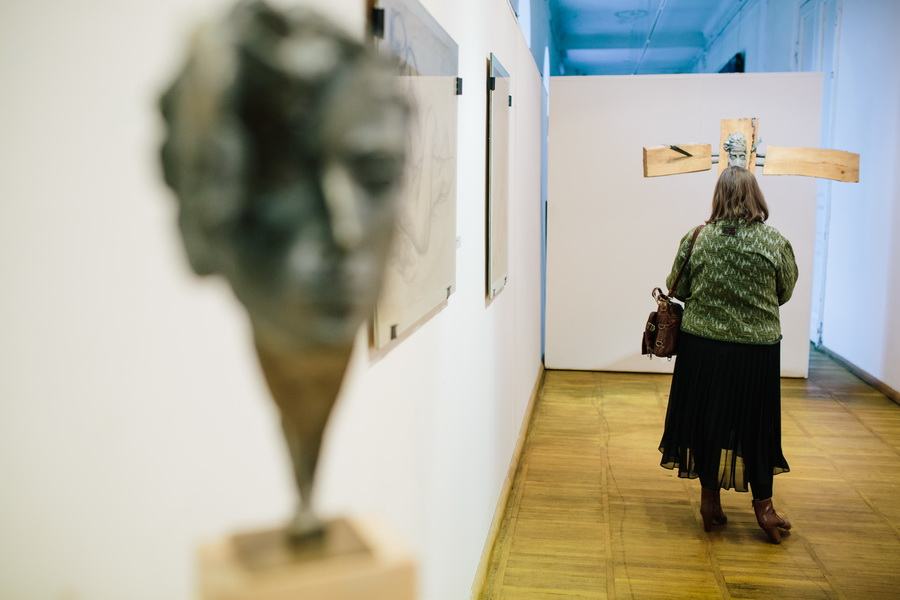 Выставка три